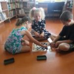 Мы с друзьями не скучаем, а читаем и играем.