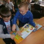 Первоклашки в детской библиотеке.